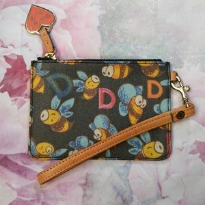 Dooney & Bourke 🐝 small wristlet